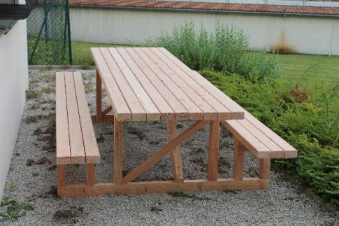 Table et banc extérieure en mélèze