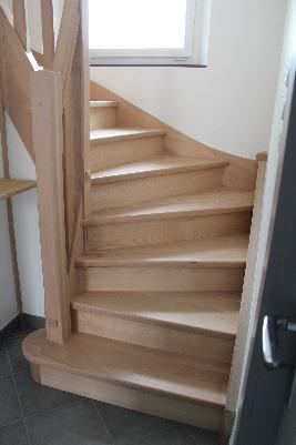 Escalier 2/4 tournant - hêtre - Avec contre-marche<br>