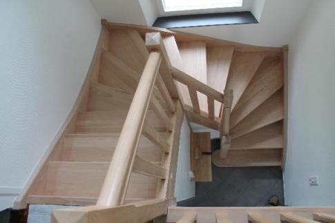 Escalier 2/4 tournant - hêtre - Avec contre-marche