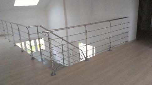 Garde corps métallique sur escalier béton
