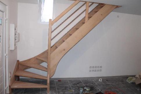 Escalier tout hêtre sans contre marche , garde corps tubes inox de 20 mm